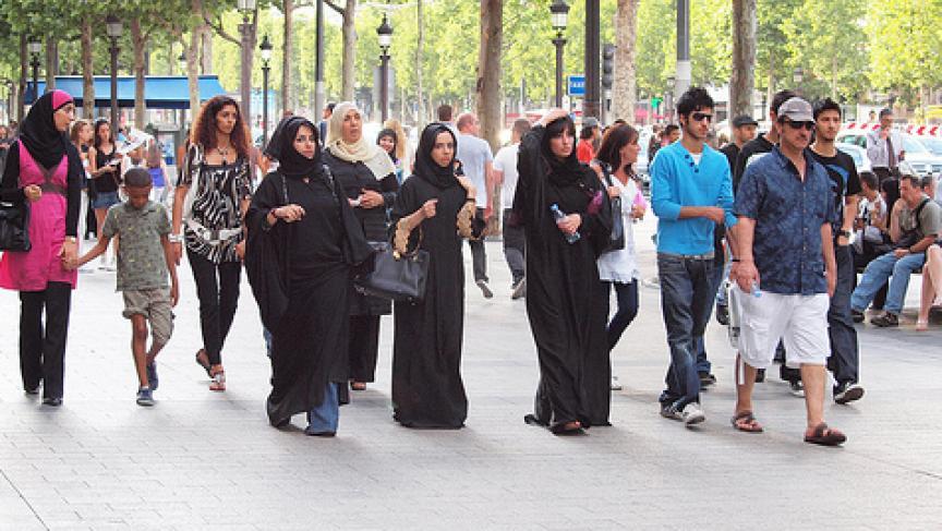 C:\Users\izaz\Desktop\Muslim_women_France_378417762.jpg
